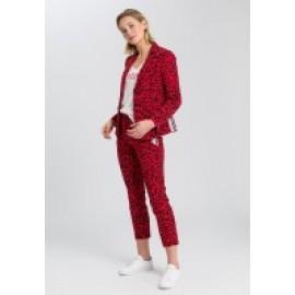 Jean red varied